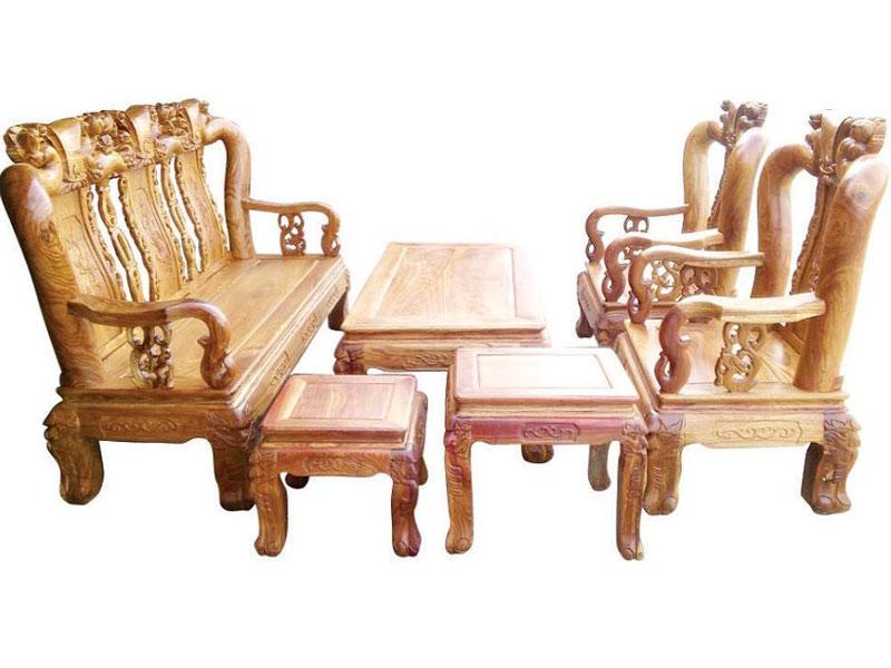 Hỏi - Đáp: Nên mua bàn ghế gỗ hay sofa trong phòng khách?